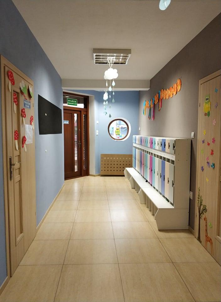 korytarz wesoły maluszek z.abki